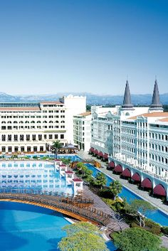 Mardan Palace is a palatial Vegas-style resort on the Turkish Riviera. Mardan Palace (Antalya, Turkey) - Jetsetter