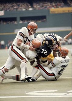 Steelers vs Bengals at Three Rivers Stadium in Pittsburgh Nfl Steelers, Nfl Football Players, Football Memes, Sport Football, Pittsburgh Steelers, School Football, Nba Basketball, Denver Broncos, Dallas Cowboys
