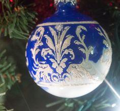 DIY Ornaments Christmas Makes To Sell, Christmas Ornaments To Make, Blue Christmas, Diy Christmas Ornaments, Christmas Stuff, Christmas Presents, Christmas Ideas, Christmas Crafts, Christmas Bulbs