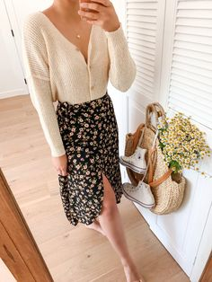 Floral Skirt Outfits, Fall Skirt Outfits, Fall Skirts, Floral Skirts, Autumn Skirt Outfit, Midi Skirt Outfit Casual, Work Skirts, Mode Outfits, Fashion Outfits