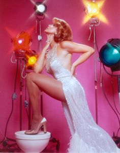 You may not know this about me, but I love some classic campy divas. And one that I can't get enough of is Ann-Margret! Vintage Glamour, Vintage Beauty, Ann Margret Photos, Divas, Actrices Sexy, Bob Mackie, Goldie Hawn, Grafik Design, In Pantyhose