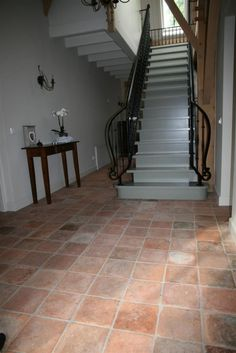 Antieke plavuizen | Kersbergen Stone Tile Flooring, Kitchen Flooring, Floor Design, House Design, Terracotta Floor, Outdoor Tiles, Terracota, Victorian Decor, French Country House