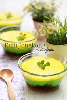 masam manis: Kuih Jongkong Mangkuk yang marvelous..! Coconut Desserts, Asian Desserts, Sweet Desserts, Asian Recipes, Ethnic Recipes, Yummy Recipes, Malaysian Dessert, Malaysian Food, Indonesian Cuisine