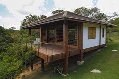 Casa e Bangalôs Aldeia Bungalows, Hut House, Hillside House, House On Stilts, Tiny Cabins, Forest House, Wooden House, Tropical Houses, Small House Plans