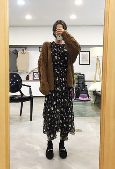 Korean Fashion Trends you can Steal – Designer Fashion Tips Muslim Fashion, Asian Fashion, Modest Fashion, Look Fashion, Skirt Fashion, Fashion Outfits, Hijab Fashion Inspiration, Mode Inspiration, Korean Outfits