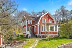 Old swedish house Swedish Cottage, Red Cottage, Cottage Plan, Swedish House, Cottage Homes, Cottage Style, Pintura Exterior, Red Houses, Scandinavian Home