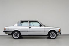 BMW – A Brief History For Buyers The BMW 3 Series is a worldwide popular vehicle that made BMW an Auto Industry giant. A brief history of the 3 series is highlighted - BMW was confronted almost . Audi, Porsche, Suv Bmw, Bmw 318, Bmw Performance, Bavarian Motor Works, Honda, Bmw Alpina, Bmw Classic Cars