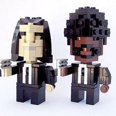 O brinquedo dos brinquedos do século XX não cessa de nos surpreender com as suas possibilidades. Em mãos criativas e habilidosas, os blocos de LEGO podem produzir maravilhas. Personagens e heróis do cinema, da televisão e dos comic books são retratados em LEGO com uma incrível verosimilhança.