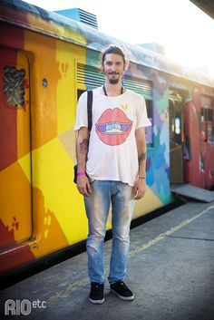 RIOetc | Das rodas para as lentes. Renato de silk e jeans por aí.