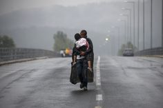 Greek Photographers Win Pulitzer Prize With These Haunting Images Of Refugee Crisis | HuffPost