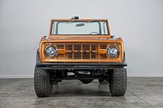 Classic Ford Broncos Past Builds Classic Bronco, Classic Ford Broncos, Classic Cars, Old Bronco, Early Bronco, Broncos Pictures, All Truck, Cool Trucks, Lifted Trucks