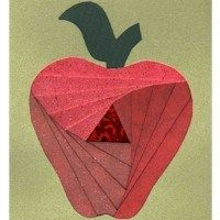 This Iris Folding Apple looks complicated, but is simpler that you think. It may not be right for the youngest children, but can be learned by pre teens Iris Paper Folding, Iris Folding Pattern, Ribbon Crafts, Paper Crafts, Jewish Crafts, Jewish Art, Apple Gifts, Foundation Piecing, Card Patterns
