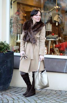 Winterlook mit Kunstpelzkragen für einen Hauch Eleganz und Glamour