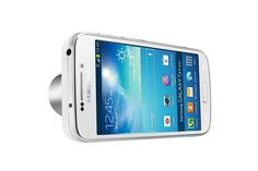 Samsung Galaxy S4 Zoom е модел базиран на Galaxy S4 mini, а параметрите на устройството са 4.3? qHD Super AMOLED дисплей, двуядрен 1.6GHz процесор с 1GB RAM и версия на операционната система Android 4.2.2.