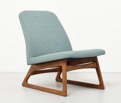 eenvoudige designstoel met mooie vormen materialen en kleuren