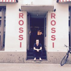 Finally in Zurich!! I have a few tickets to give away, who wants them? Bar Rossi, doors 7.30PM! #AMtour15