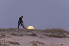 Moon Games - Darren Rowse - http://www.digital-photography-school.com/moon-games