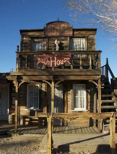 Pioneertown Hotel Western Saloon, Western Style, Old West Town, Old Town, Old Western Towns, Western Homes, Westerns, Hot Tub Deck, Painted Cottage
