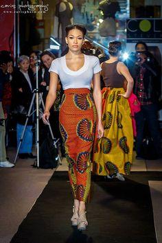 Taille haute imprimé africain jupe Maxi-crayon (42 pouces de long) comportant un beau mélange de tissu Orange plume & Dot modèle Ankara (jupe principal) + tissu plume jaune & Dot modèle Ankara sur les coutures de côté (panneau détaillant) - (jupe Orange montré la photo 1). D'autres la couleur rouge est disponible dans une liste séparée à http://www.boutiquemix.etsy.com.  Description--Jupe a une bande de taille de 2 pouces, des zip invisible au dos, entièrement doublée, fente...