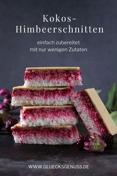 Vegane Kokos-Himbeerschnitten / ohne Backen These fruity coconut and raspberry slices are prepared very quickly and taste incredibly delicious. vegan & delicious Related posts: No related posts. Desserts Végétaliens, Best Dessert Recipes, Raw Food Recipes, Cake Recipes, Coconut Desserts, Dessert Simple, Bon Dessert, Bolo Vegan, Cake Vegan