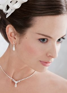 Rhinestones and a simple drop pearl, young and cute! (66081)