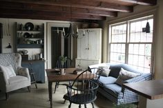 "I would love to have a little nook like this off of the kitchen! It would become my ""office"" for sure!"