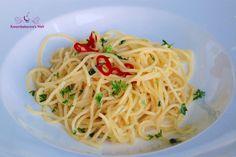 Spaghetti aglio e olio Spaghetti, Pasta, Vegan, Ethnic Recipes, Italian Cuisine, Pasta Meals, Noodles, Easy Meals, Chef Recipes