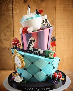 It's New Years Eve!! I've got two more 2016 faves to share - starting with this Alice in Wonderland cake for three siblings who had a joint party  #icedbykez #pettinice #2016faves #instacake #cake #aliceinwonderlandcake