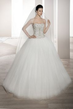 Wedding Dress Photos - Find the perfect wedding dress pictures and wedding gown photos at WeddingWire. Browse through thousands of photos of wedding dresses. Top Wedding Dress Designers, Wedding Dress Trends, Wedding Dress Styles, Wedding Ideas, Ball Gown Dresses, Bridal Dresses, Gown Gallery, Elegant Ball Gowns, Robes D'occasion