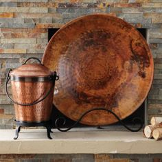Oh how I want that copper bowl/dish to sit in my front yard rock garden as a bird bath Copper Dishes, Copper Pans, Copper Kitchen, Copper And Brass, Antique Copper, Copper Rose, Hammered Copper, Rose Gold, Copper Accessories