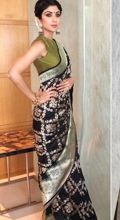 Excellent black silk saree with olive green blouse - Shilpa Shetty Saree Blouse Patterns, Saree Blouse Designs, Sari Blouse, Indian Dresses, Indian Outfits, Bollywood Designer Sarees, Bollywood Fashion, Modern Saree, Saree Trends