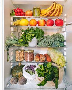 Gorgeous plant based vegan refrigerator organization via -- so much gorgeous produce! Vegan Treats, Vegan Desserts, Vegan Recipes, Healthy Fridge, Healthy Food, Vegan V, Meal Prep For The Week, Vegan Cheese, Going Vegan