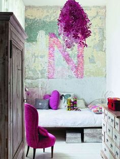 We're obsessed with this orchid string art! (http://blog.hgtv.com/design/2014/03/05/radiant-orchid-color-of-the-year-2014/?soc=Pinterest)