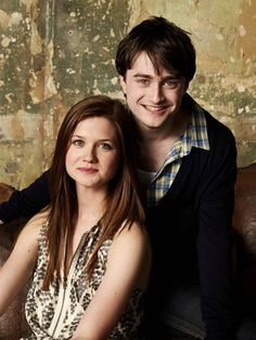 Harry James Potter (Daniel Radcliffe) and Ginerva Molly Weasley (Bonnie Wright). Harry Potter World, Saga Harry Potter, Mundo Harry Potter, Harry Potter Books, Harry Potter Love, Bonnie Wright, Bonnie Francesca Wright, Daniel Radcliffe, Gina Weasley