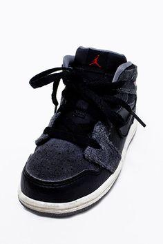 c6b4f4a95336 Nike Air Jordans Boy Sneakers Nike Air Jordans