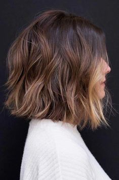 Layered & Choppy Blunt Lob ❤️ A choppy bob haircut is the needed answer to all thick and thin questions! The advantages of this bob are countless, so if you're looking for styling changes, you've Medium Hair Styles, Curly Hair Styles, Hair Medium, Choppy Bob Hairstyles, Hairstyle Short, Layered Hairstyles, Hairstyles 2018, Easy Hairstyles, Wedding Hairstyles