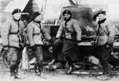 Żołnierze 10.BK przy czołgu Vickers Mark E.  Vis odwrotnie, tak jak to było w 10.BK.  Kożuszki jednak...kawaleryjskie.