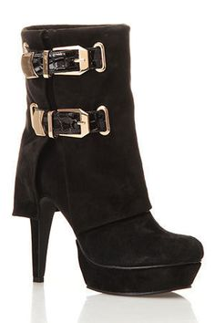 Black boots with gold buckle -- Primo