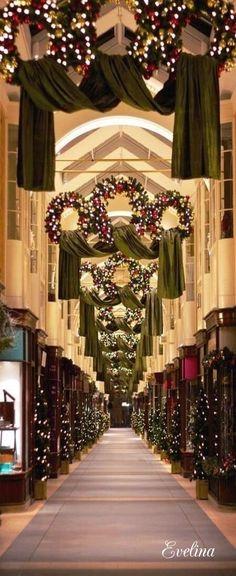 Atlanta church Christmas wreath garland: | church decorations ...