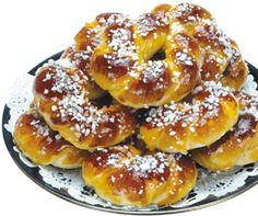 Pullarinkilät olivat entisajan juhlaruokaa, vehnästä tarjottin arvovieraille ja usein pullataikinaan käytettiin myös sahramia, jolloin pullasta tuli todella kauniin keltaista.