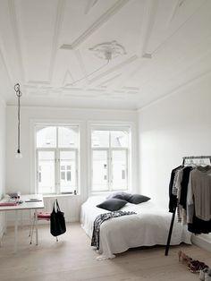 4 Top Tips: Minimalist Home Office Beds minimalist bedroom desk simple.Colorful Minimalist Home Mid Century modern minimalist bedroom decor. Minimalist Home Decor, Minimalist Bedroom, Minimalist Kitchen, Minimalist Living, Modern Minimalist, Minimalist Interior, Kitchen Modern, Rustic Kitchen, Home Bedroom