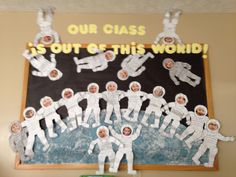 Super outer space art projects for kids bulletin boards Ideas Space Crafts Preschool, Space Crafts For Kids, Space Activities, Space Bulletin Boards, Preschool Bulletin Boards, Outer Space Crafts, Outer Space Theme, Space Theme Classroom, Classroom Displays