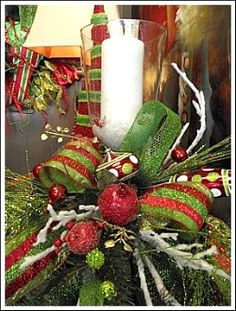 Christmas Candle Centerpiece, Christmas Made Easy, Great Site! Centerpiece Christmas, Christmas Arrangements, Christmas Tablescapes, Candle Centerpieces, Christmas Candles, Xmas Decorations, Floral Arrangements, Holiday Centerpieces, Centerpiece Ideas