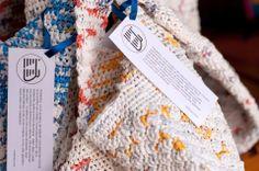 bolsas de crochet confeccionadas a partir de sacolas plásticas de supermercado