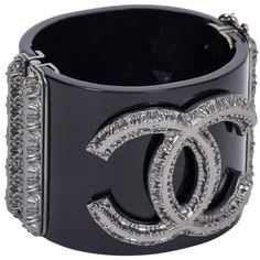 Preowned Chanel Black Gunmetal Hinged Cuff (€1.850) ❤ liked on Polyvore featuring jewelry, bracelets, chanel, clamper bracelets, grey, chanel bangle, gunmetal jewelry, cuff bracelet and grey jewelry
