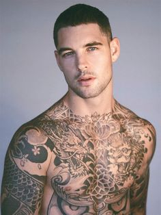 Buzz Cut Hairstyle: 6 Styles & 58 Looks - Hommes Mens Body Tattoos, Hot Guys Tattoos, Boy Tattoos, Tatoos, American Crew, Crew Cuts, Tatto Boys, Buzz Cut Hairstyles, Tatted Men