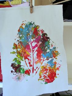 These aren't your typical leaf prints; Kleas used especially large leaves to get these colorful prints that continue to impress year after year with her preschoolers. Easy Fall Crafts, Crafts For Kids To Make, Art For Kids, Diy Crafts, Kindergarten, Big Leaves, Paper Butterflies, Autumn Art, Kids Prints
