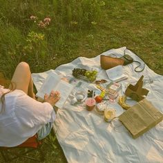 got called stupid cute last night by a tragically gorgeous boy. catch me not knowing how to act anymore Picnic Date, Summer Picnic, Beach Picnic, Summer Aesthetic, Aesthetic Food, Comida Picnic, The Last Summer, Summer Dream, Jolie Photo