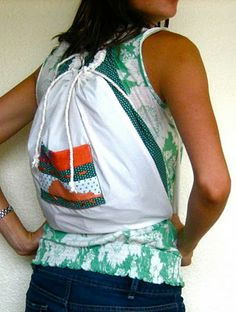 This backpack by Jessica from Subtle Tee looks pretty awesome, no? But what makes it even better is that it folds out to make a picnic blanket. It's the modern mama's remake of the … Sewing Projects For Kids, Sewing For Kids, Craft Projects, Quillow Pattern, Brother Embroidery Machine, Diy Backpack, Diy Purse, Sewing Tutorials, Sewing Ideas