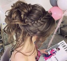 50 schöne kurze Haare Hochsteckfrisur – frisuren, You can collect images you discovered organize them, add your own ideas to your collections and share with other people. Braided Prom Hair, Short Hair Updo, Short Wedding Hair, Wedding Hair And Makeup, Bridal Hair, Curly Hair Styles, Messy Updo, Hairstyle Wedding, Prom Hair Updo